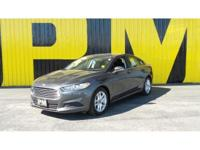 2015 Ford Fusion SE - Keyless Entry, Accident Free