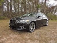 Scores 33 Highway MPG and 22 City MPG! Carfax One-Owner