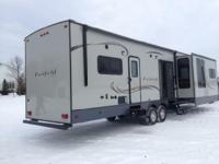 2015 Heartland RV Fairfield M-FF405FL. Beautiful 2015