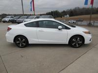 Boasts 38 Highway MPG and 29 City MPG! This Honda Civic