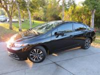 This 2015 Honda Civic Sedan 4dr 4dr CVT EX features a