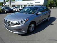 gray Cloth. shale gray metallic 2015 Hyundai Sonata SE