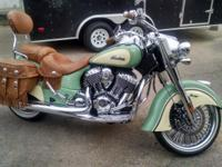 2015 INDIAN CHIEF VINTAGE PRACTICALLY BRAND NEW WITH