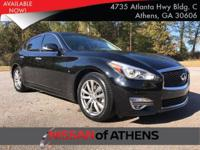 Come see this 2015 INFINITI Q70 4DR SDN V6 RWD. Its