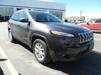 Boasts 28 Highway MPG and 21 City MPG! This Jeep
