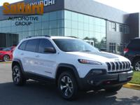 Jeep Cherokee Trailhawk 2015 26/19 Highway/City MPG
