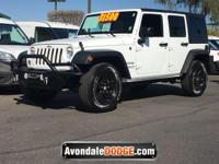 Boasts 20 Highway MPG and 16 City MPG! This Jeep