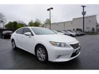 CARFAX 1-Owner. PRICE DROP FROM $30,700, FUEL EFFICIENT