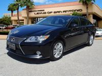 FUEL EFFICIENT 31 MPG Hwy/21 MPG City! Sunroof, Heated