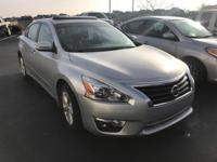 CARFAX 1-Owner, Very Nice. FUEL EFFICIENT 38 MPG Hwy/27