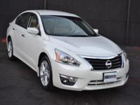 This 2015 Nissan Altima 4dr 4dr Sedan I4 2.5 SV