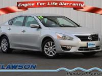 FUEL EFFICIENT 38 MPG Hwy/27 MPG City! CARFAX 1-Owner.