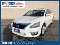 White 2015 Nissan Altima 2.5 SL FWD CVT with Xtronic