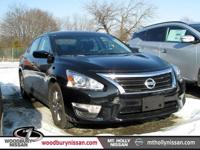 CARFAX One-Owner. Certified. Super Black 2015 Nissan