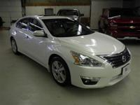 ALTIMA SL:  NAVIGATION-SUNROOF-REMOTE START-LEATHER