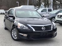 2015 Nissan Altima Black 27/38 City/Highway MPG CARFAX