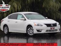 2015 Nissan Altima Solid White  CARFAX One-Owner. CVT