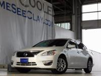 White 2015 Nissan Altima 2.5 SV FWD CVT with Xtronic