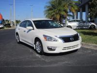 2015 Nissan Altima Sedan S, Extra Clean, Low miles, One