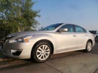 Options:  2015 Nissan Altima |Silver|25|389 Miles|Stock