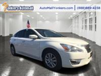 Come see this 2015 Nissan Altima 2.5 S. Its Variable