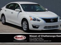 This 2015 Nissan Altima 2.5 S comes complete with MP3