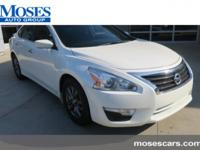 CARFAX One-Owner. Clean CARFAX. Solid White 2015 Nissan