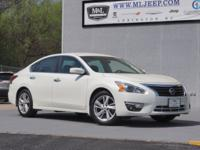 CARFAX One-Owner. Recent Arrival! New Price!2015 Nissan