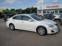 Exterior Color: pearl white, Body: Sedan, Engine: I4