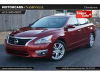 This 2015 Nissan Altima 4dr SL features a 3.5L V6