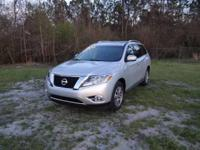 This 2015 Nissan Pathfinder SV is offered to you for