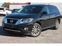 This 2015 Nissan Pathfinder 4dr 4WD 4dr SV features a