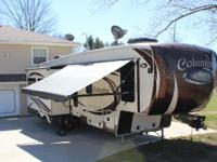 2015 Palomino Columbus M320RS 5th Wheel. Length 36.9FT-