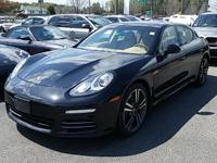 BEAUTIFUL JET BLACK METALLIC PANAMERA 4 EQUIPPED WITH