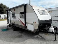 This 22' Travel Trailer by Starcraft is perfect for the