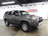 Trail 4WD, Navigation System, Power driver seat, Remote