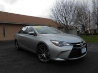 2015 TOYOTA CAMRY XSE! LOADED! MOONROOF, LEATHER,