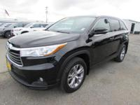 EPA 24 MPG Hwy/18 MPG City! XLE trim. CARFAX 1-Owner,