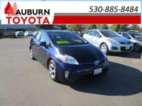 1 OWNER, BLUETOOTH, NAVIGATION!!  this 2015 Toyota