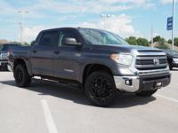 4WD. Short Bed! Crew Cab! This fantastic-looking 2015