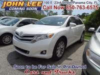 ONLY 41,102 MILES..! This two-row 2015 Toyota Venza is