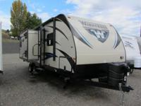 2015 Winnebago Ultra Lite 27RBDS. New 27 Travel