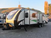2015 Winnebago Ultra Lite 31RLSS. New 31 Travel