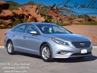 This 2015 Hyundai Sonata SE comes with Gray cloth