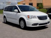 2016 Chrysler Town & Country Touring Bright White