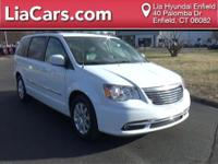 2016 Chrysler Town & Country in Bright White Clearcoat,