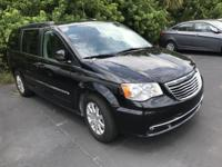 2016 Chrysler Town & Country Touring ** Easy financing