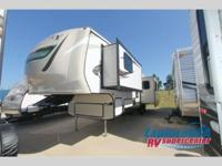 2016 CROSSROADS RV HILL COUNTRY HCF33RL - FIFTH WHEEL