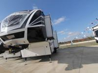 2016 DUTCHMEN VOLTAGE 3895 - TOY HAULER/FIFTH WHEEL