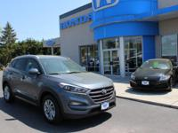 ONE OWNER 2016 HYUNDAI TUCSON SE, AWD, BACK-UP
